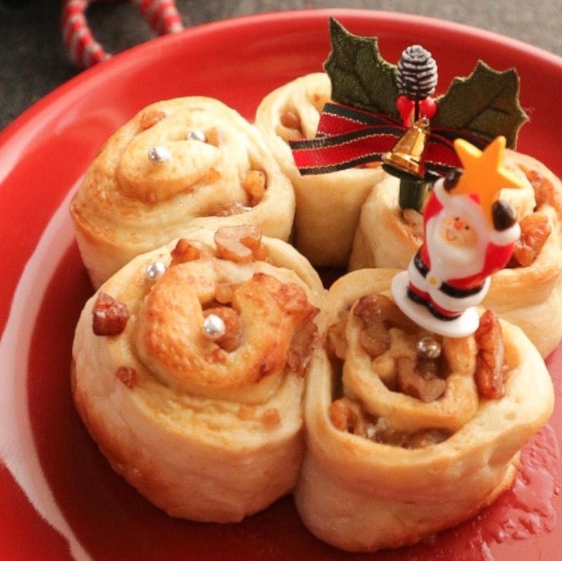 くるみたっぷりクリスマスリースパン