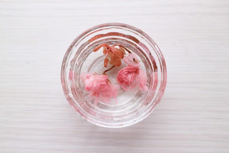 桜の花の塩漬けの塩抜き